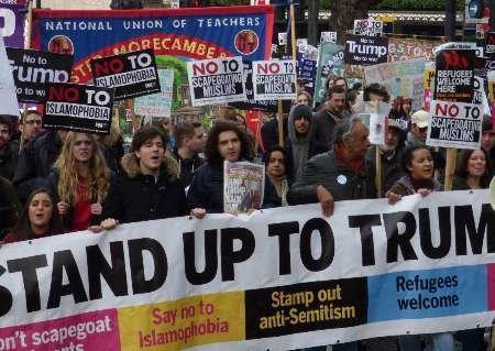 ابتکار جالب فعالان ضد ترامپ در لندن، عکس