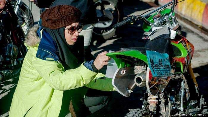 دفاع تمام قد از موتورسواری زنان
